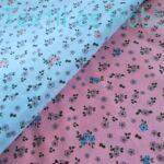 Szürke kis virágos pamutvászon pasztell kék alapon