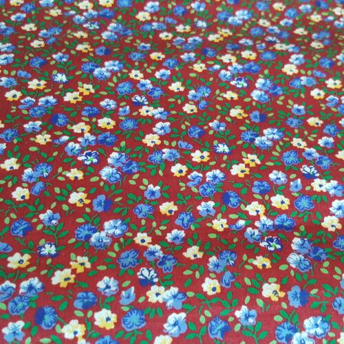 Apró virágos pamutvászon (bordó alapon)
