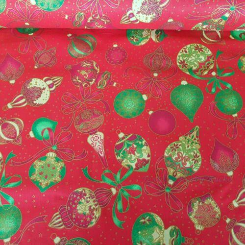 Karácsonyi díszek pamutvászon piros alapon