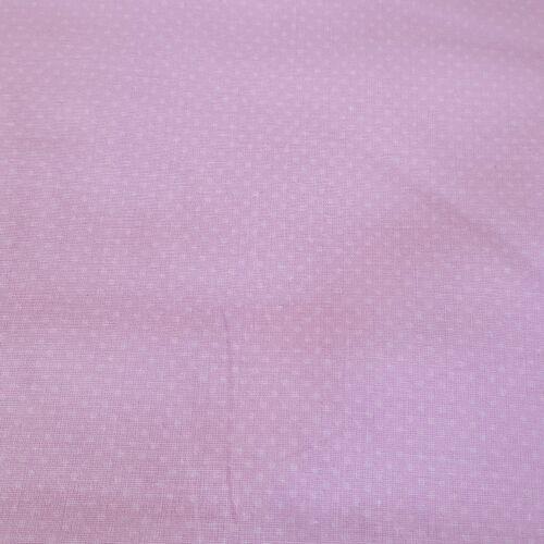 Babarózsaszín alapon sűrű pöttyös pamutvászon (2 mm)