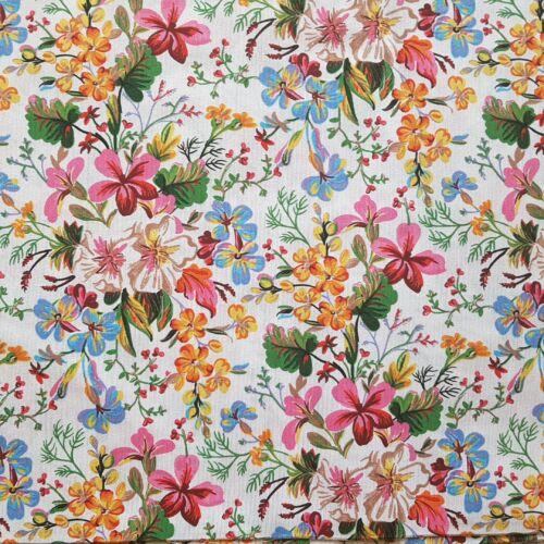 Tavaszi virágos dekorvászon fehér alapon